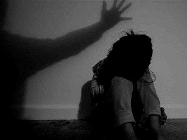 Tạm giữ đối tượng hiếp dâm bé gái bán vé số
