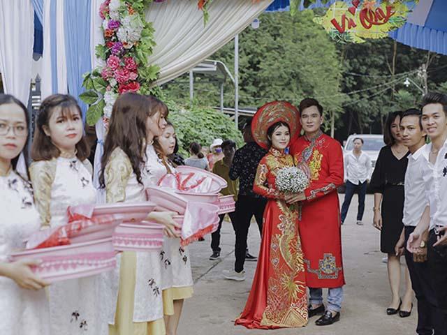 Ảnh độc đám cưới bí mật ở nhà quê của Lâm Chấn Huy và vợ kém 12 tuổi