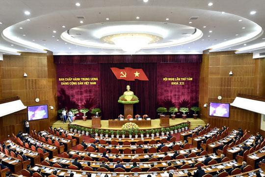 Chủ tịch QH Nguyễn Thị Kim Ngân điều hành ngày làm việc đầu tiên của Hội nghị Trung ương 8 - 1