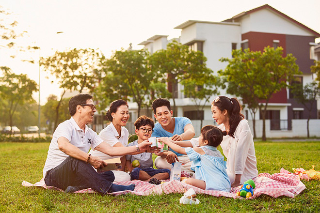 Tặng album ảnh gia đình khi tham quan dự án Dahlia Homes - Gamuda Gardens - 1