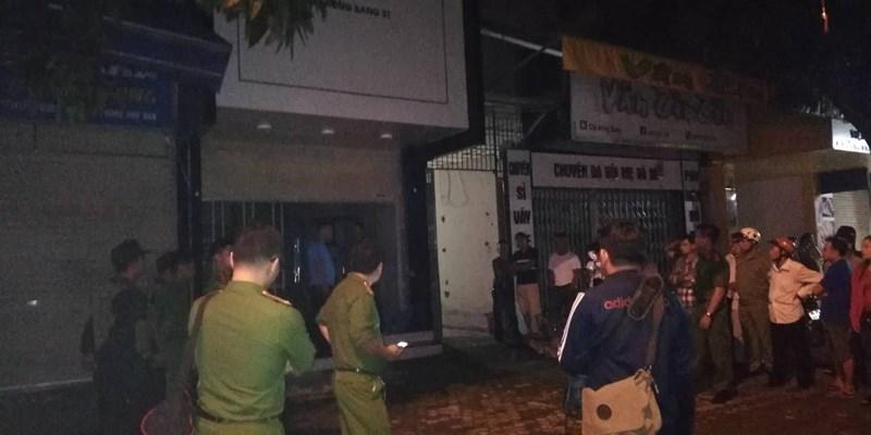 Đã bắt được kẻ ôm vũ khí nóng cố thủ trong nhà ở Nghệ An - 1