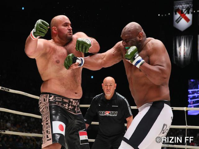 Choáng váng siêu đại chiến MMA 300kg: Vừa đấm vừa thở dốc