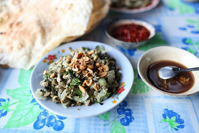 """6 món ăn """"làm mưa làm gió"""" khi lang thang phố Hội - 1"""
