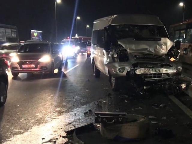 Tài xế tử vong trên cầu Nhật Tân sau khi lên facebook nhờ cứu hộ xe bị nổ lốp