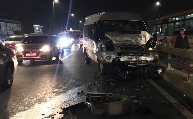 Tài xế tử vong trên cầu Nhật Tân sau khi lên facebook nhờ cứu hộ xe bị nổ lốp - 1