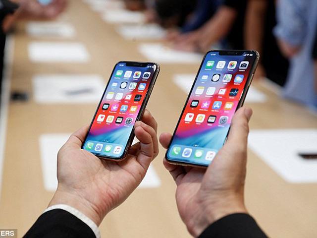 Tiếc hùi hụi khi xem iPhone Xs bị thả rơi không thương xót