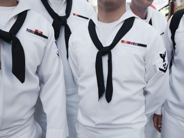 4 thủy thủ Mỹ bị tố quan hệ tập thể với thiếu nữ ngay tại căn cứ