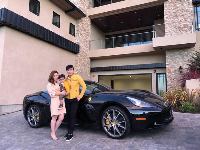 Đan Trường kết hôn năm 2013 với doanh nhân Việt kiều Thủy Tiên. Đám cưới của cặp đôi diễn ra rất hoành tráng và sang trọng chi phí khoảng 145.000 USD