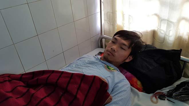 4 chiến sĩ công an bị chém nhập viện - 1
