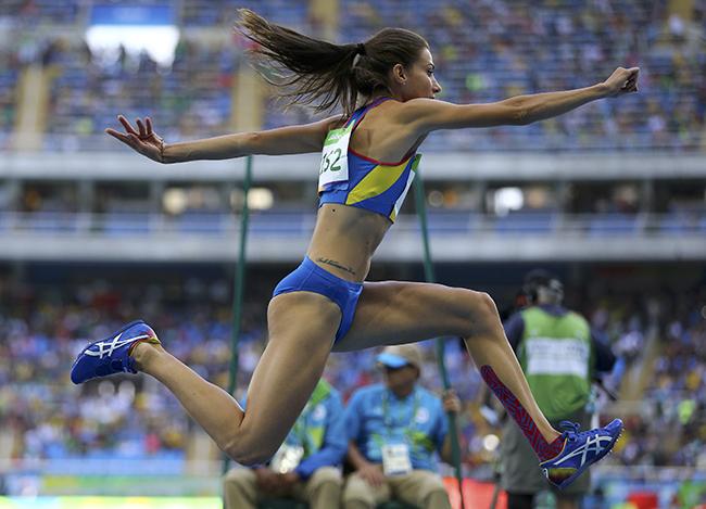 Cô sở hữu chiều cao 1m72, đôi chân dài miên man ấy giúp Cristina trở thành một VĐV hàng đầu thế giới trong môn nhảy xa.