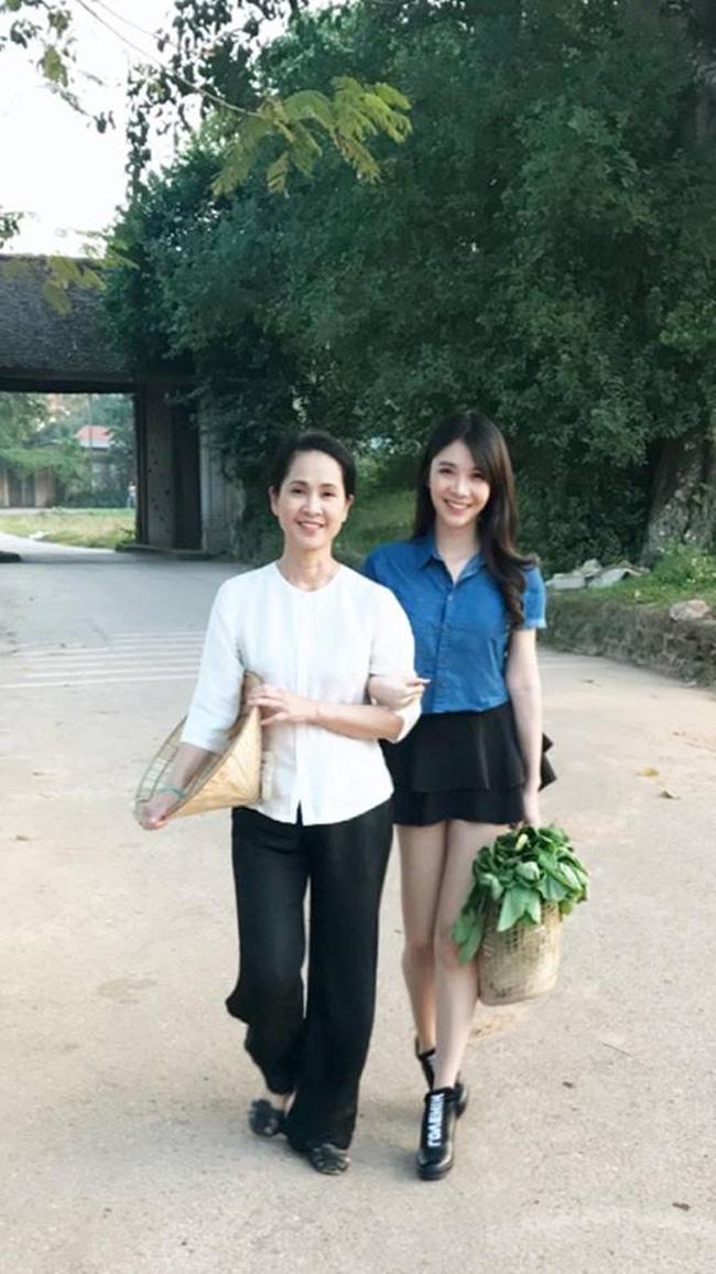 """Cô được mời đóng trong MV ca nhạc, diễn xuất cùng """"mẹ chồng"""" Lan Hương."""