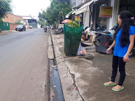 Thai phụ trên đường đi sinh bị cướp giật túi xách, ngã nhào - 1