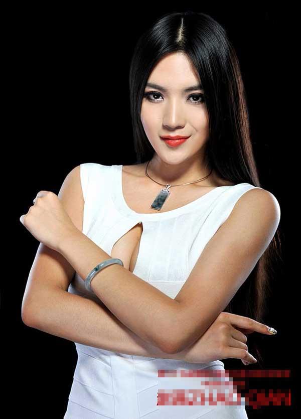 Bí quyết giữ đôi chân nuột nà 1,12m của mỹ nữ Mông Cổ - 1