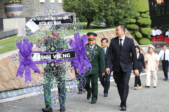 Người dân TP HCM tiễn biệt nguyên Tổng Bí thư Đỗ Mười - 1