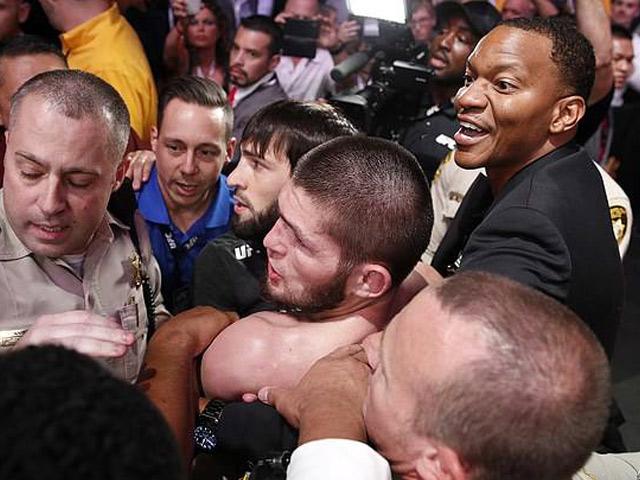 Siêu đại chiến UFC: Khabib mất tiền thưởng, đồng đội bị bắt giam