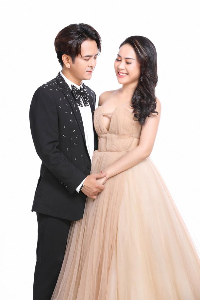 """Bạn gái DJ của Hùng Thuận: """"Tôi phẫu thuật thẩm mỹ để sánh đôi với hoàng tử của lòng mình"""" - 1"""