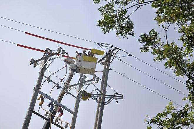 Ngỡ ngàng trước phương pháp sửa chữa điện hiện đại của EVN HANOI - 1
