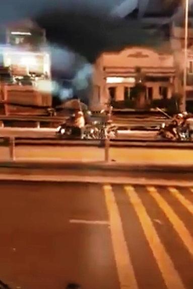 """Hỗn chiến kinh hoàng trên cầu Nhị Thiên Đường: 2 """"đại ca"""" tháo chạy khi thấy cảnh sát - 1"""