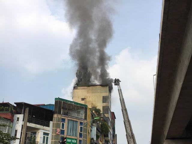 Hà Nội: Đốt vàng mã gây cháy lớn tại quán karaoke trên phố Hào Nam