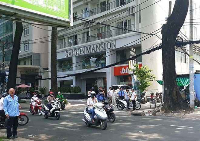 Sau tiếng động mạnh, phát hiện thi thể cô gái bên hông tòa nhà giữa Sài Gòn - 1