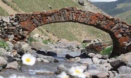 """Cây cầu đá 300 năm tuổi bất ngờ """"bốc hơi"""" một cách bí ẩn - 1"""