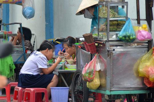 Phạt nặng để chống thực phẩm bẩn - 1