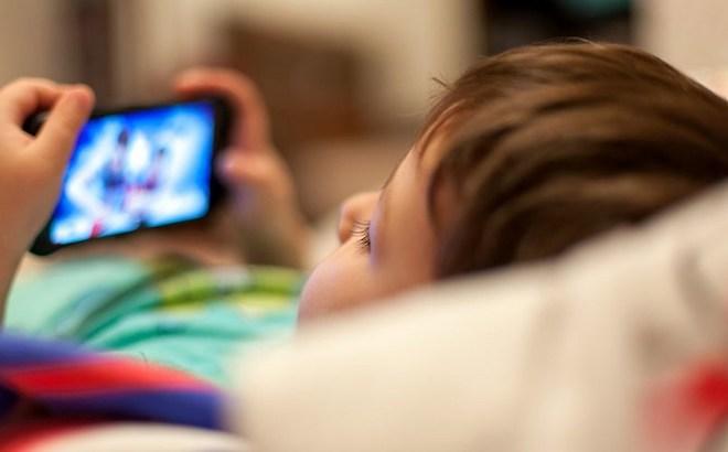 Tiềm ẩn nguy hiểm từ nhiều ứng dụng ngang nhiên theo dõi trẻ em - 1