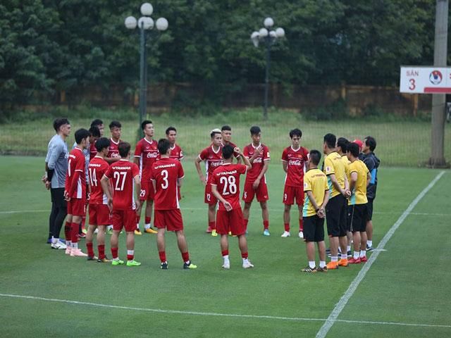 ĐT Việt Nam tập buổi đầu săn vàng AFF Cup: Hừng hực khí thế