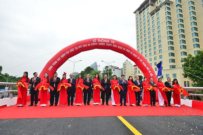 Hà Nội thông xe cầu vượt 300 tỷ đồng sát phố cổ - 1