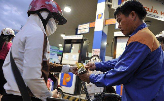 Chuyên gia tiết lộ con số sốc về lạm phát nếu tăng thuế xăng dầu - 1