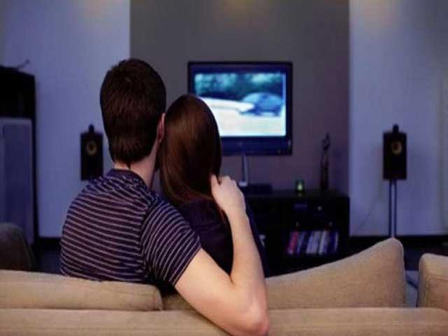 Phát hiện mới: Xem ti vi sẽ làm giảm ham muốn sex