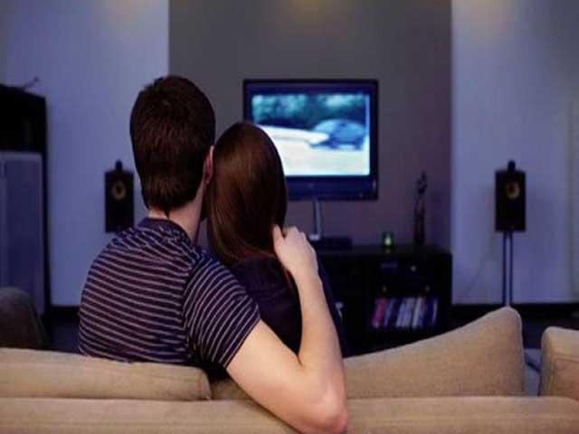 Phát hiện mới: Xem ti vi sẽ làm giảm ham muốn sex - 1