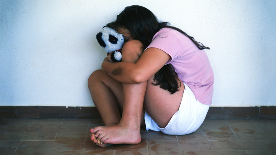Người đàn ông Nga đền tội vì cưỡng hiếp 5 con gái nuôi 900 lần - 1