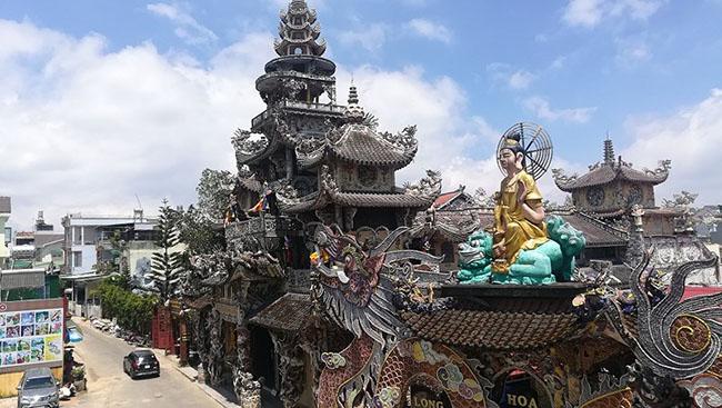 Chuyện về ngôi chùa 've chai' giữ nhiều kỷ lục ở Đà Lạt - 1