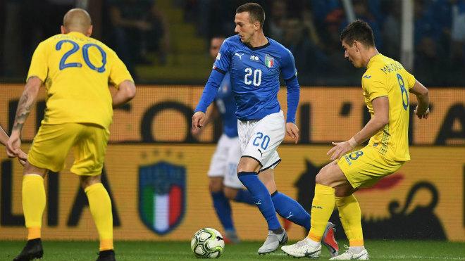 Italia - Ukraine: Cú bắt vô-lê ghi bàn hiếm thấy - 1