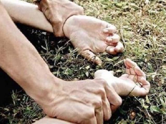 Ba thanh niên hiếp dâm bé gái 15 tuổi trong rừng dương