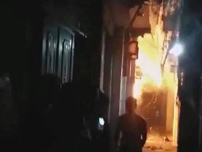 Con rể tẩm xăng đốt nhà bố vợ khiến con trai 6 tuổi bỏng nặng - 1