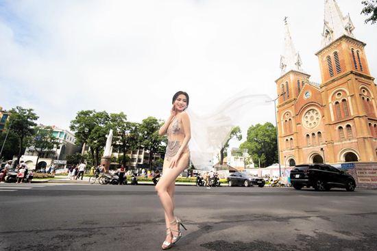 Váy cưới xuyên thấu, ngắn như đồ bơi, chị em Việt có dám thử nghiệm? - 1
