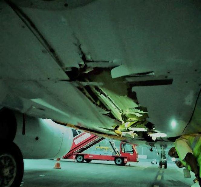Máy bay chở 136 hành khách đâm trúng tường vẫn vô tư cất cánh - 1