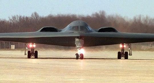 Mỹ điều máy bay ném bom tàng hình B-2 dằn mặt Trung Quốc - 1