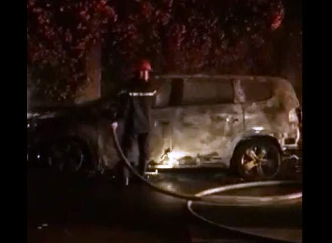 Xế hộp của 1 nữ giám đốc nghi bị đốt cháy trong đêm - 1