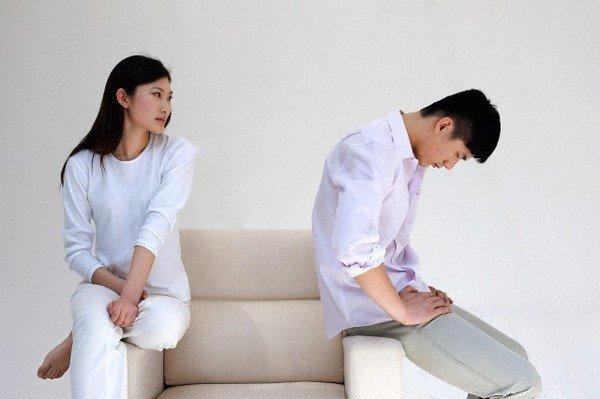 Day dứt vì ly hôn vẫn ân ái mặn nồng với chồng cũ - 1