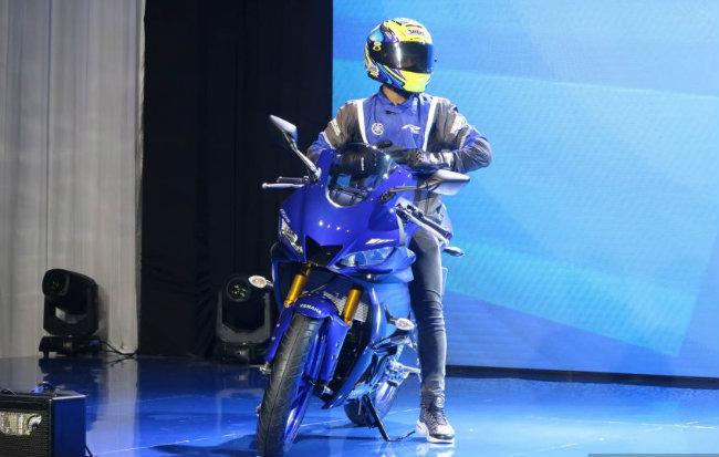 Kết nối với sự kiện kỷ niệm 20 năm ngày ra mắt Yamaha YZF-R1, Yamaha Nhật Bản đã trình diện Yamaha YZF-R25 và YZF-R3. Trong đó YZF-R3 nhằm tới thị trường châu Âu, Mỹ và các thị trường khác, còn YZF-R25 dành cho thị trường Malaysia.