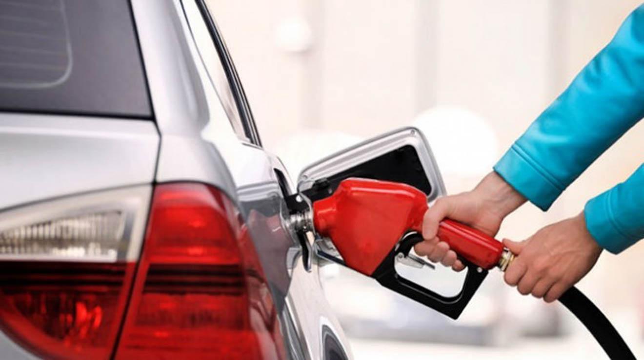 Những thói quen nhiều người mắc phải khi đổ xăng khiến ôtô dễ cháy nổ - 1