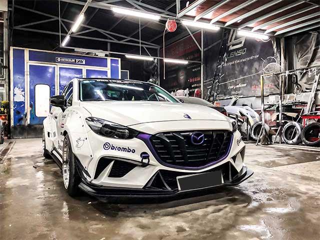 """Mazda 3 độ """"thân rộng"""" Rocket Bunny lạ mắt tại Sài Gòn"""