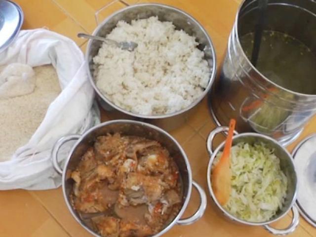 Trường cho trẻ ăn gạo mốc, đầu cá: Hiệu trưởng bị tố hàng loạt vi phạm
