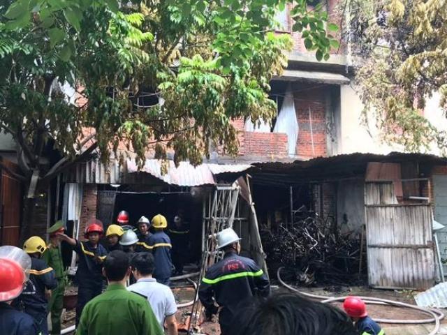 Một người tử vong trong vụ cháy xưởng ghế ở Hà Nội