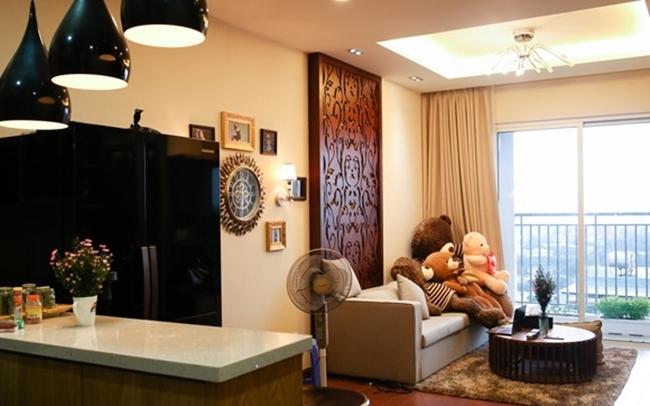 Trước khi tậu căn biệt thự 4 lầu, ngay từ khi mới 20 tuổi, Hương Tràm đã sở hữu căn hộ chung cư cao cấp có giá trị 3 tỷ đồng, rộng 100m2 tọa lạc tại quận 4, Tp. Hồ Chí Minh.