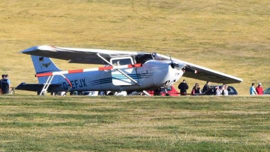 Máy bay rơi trúng đám đông, nhiều người chết - 1