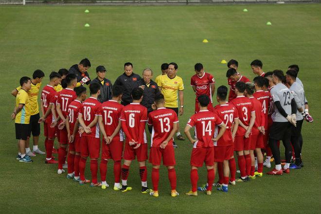 Đội tuyển Việt Nam tập bài lạ trước ngày đi Hàn Quốc - 1